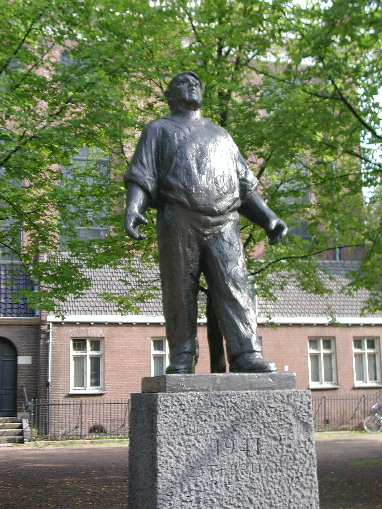 το μνημείο για την απεργία ο Λιμενεργάτης