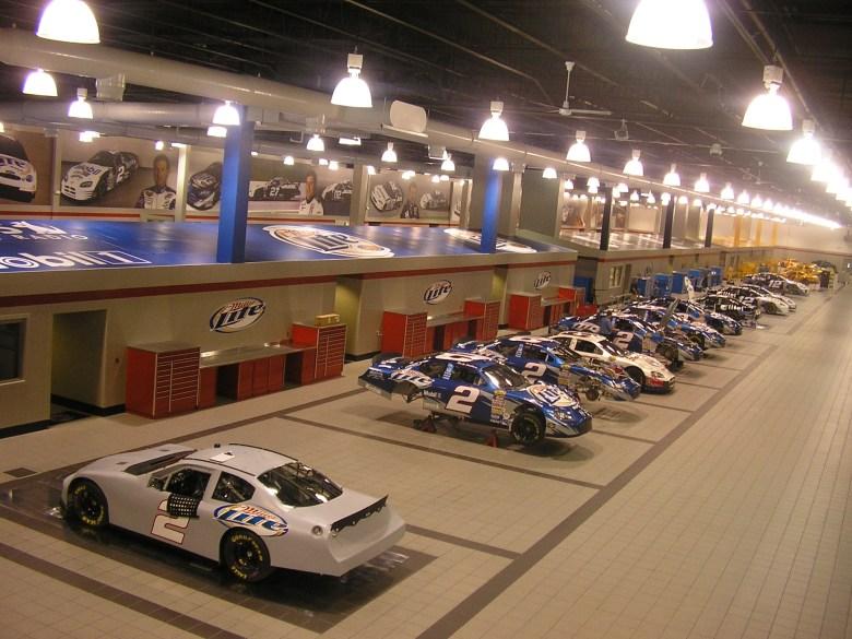 File:Penske-Racing-NASCAR-Garage-July-7-2005.jpg - Wikimedia Commons