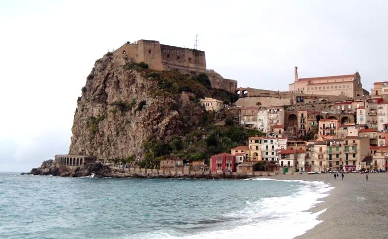 Archivo: Castello scilla.jpg