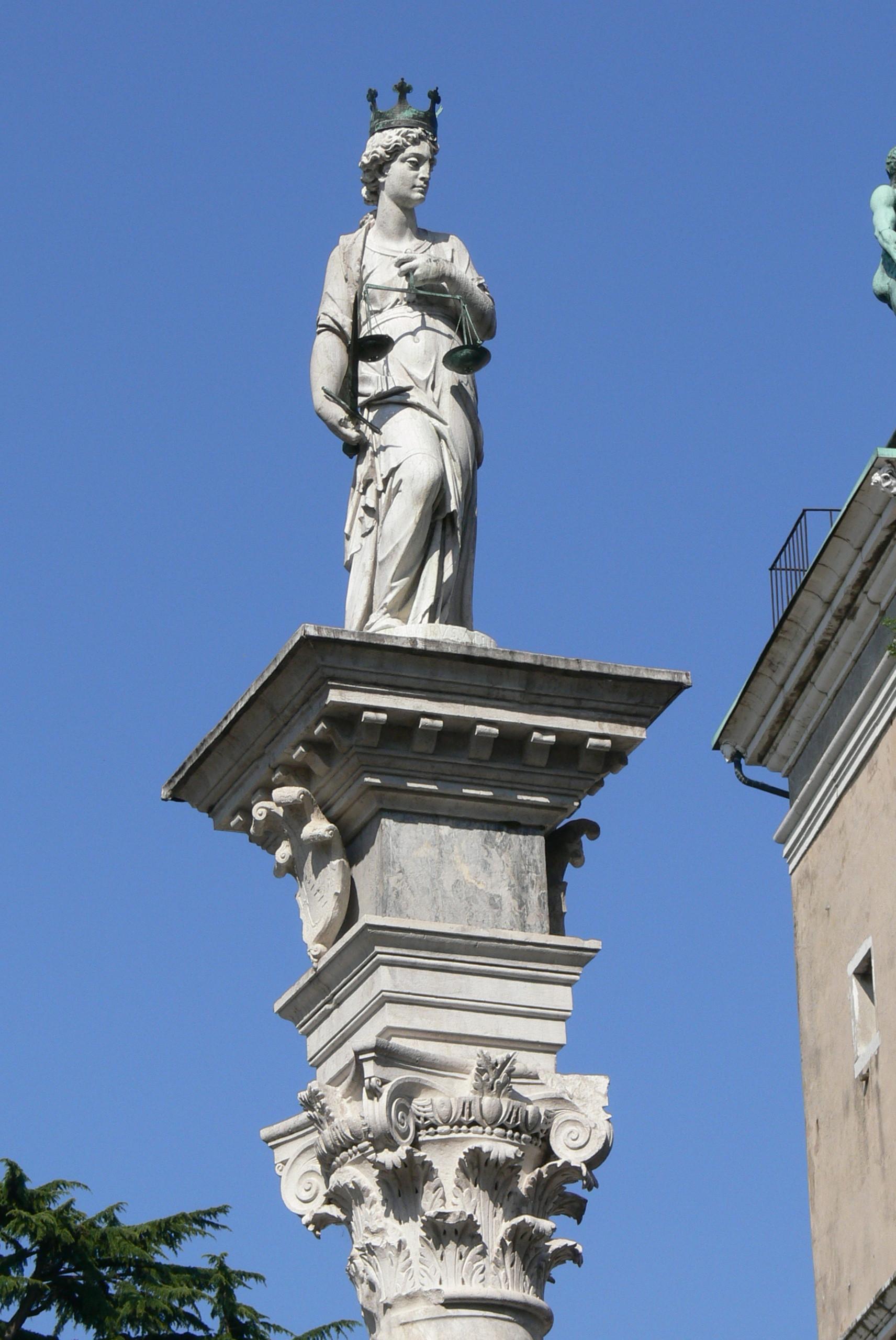 FileUdine Piazza Libert  Justitiajpg  Wikimedia Commons