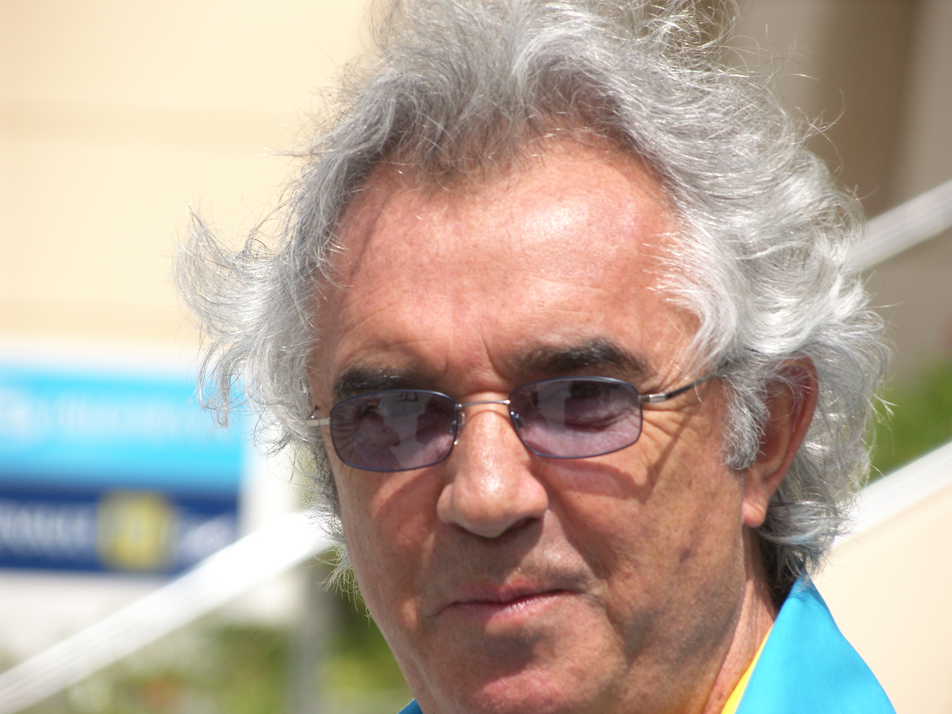 https://i0.wp.com/upload.wikimedia.org/wikipedia/commons/8/8a/Flavio_Briatore.JPG