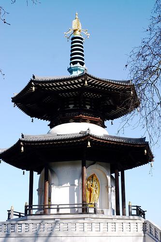 File:Batterseaparkpeacepagoda.jpg