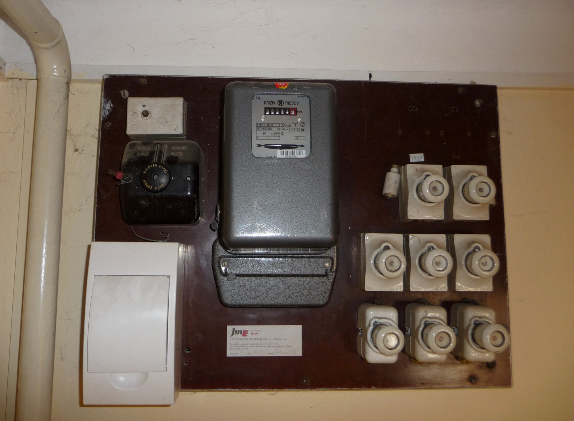 hight resolution of file czech electricity meter and fuse box jpg