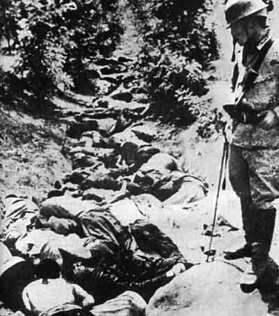 File:Chinese killed by Japanese Army in a ditch, Hsuchow.jpg