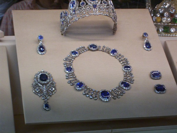File Crown Jewels Of Queen Maria-amelia Louvre - Wikimedia Commons