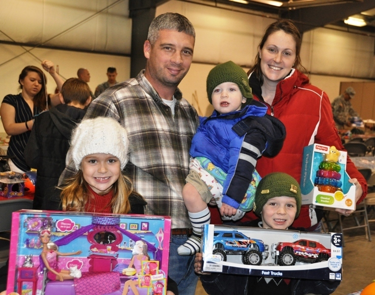File:U.S. Army Sgt. 1st Class Nathan Marshall with the 1st Battalion, 45th Engineer Battalion, 157th Infantry Brigade, First Army Division East, his wife, Amanda and their young family, celebrate the holidays early 131208-Z-IB445-027.jpg