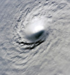 eye cyclone  [ 3032 x 2008 Pixel ]