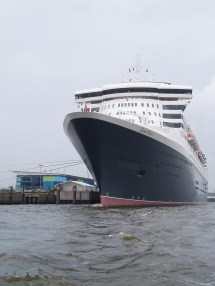 Datei Rms Queen Mary 2 In Hamburg Wikipedia