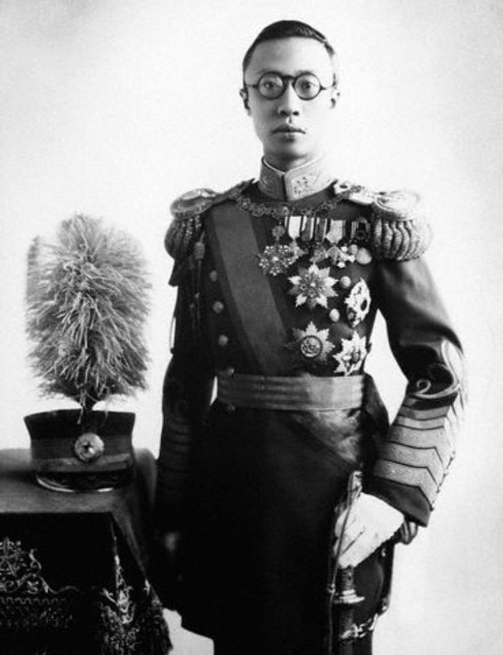 Archivo:Puyi-Manchukuo.jpg