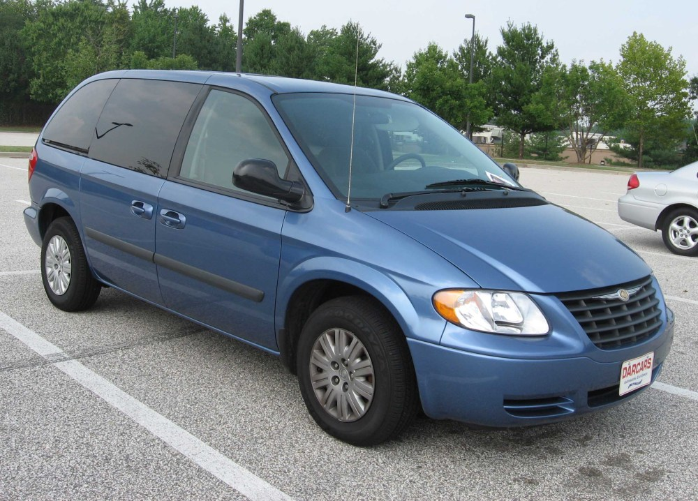 medium resolution of file 2004 chrysler town and country jpg