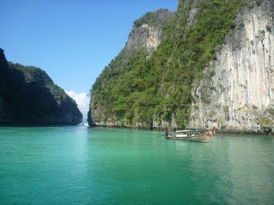 File:Phi Phi Island Tour (4297215540).jpg - Wikimedia Commons