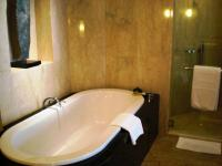File:Deep bath tub (2940557981).jpg - Wikimedia Commons