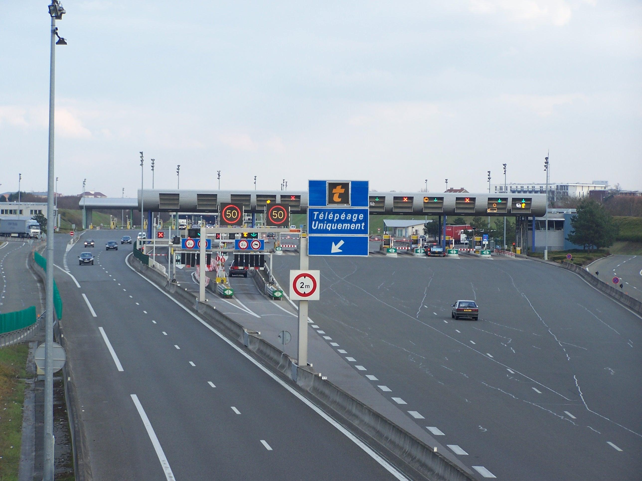 Vue sur le péage de Montesson sur l'autoroute française A14