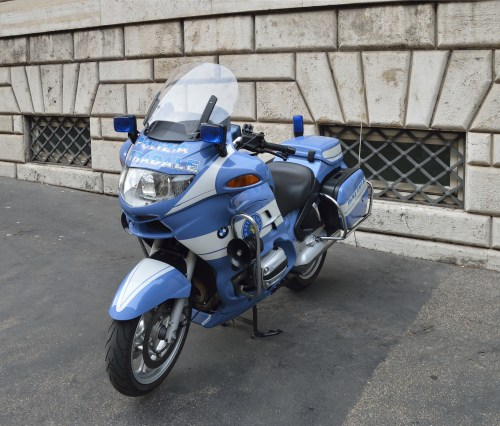 small resolution of file motorcycle bmw r1150rt of italian police jpg