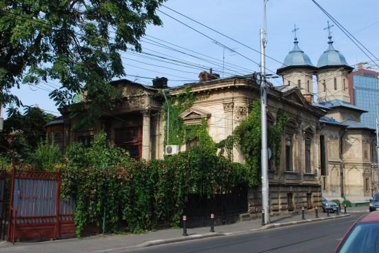 Walking on Calea Mosilor - Bucharest Jewish neighbourhood   Romania private car tour