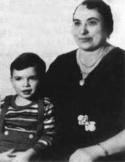 English: A photo of young Al Capone with his m...