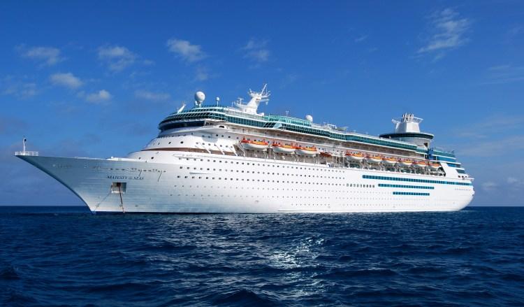 В Финляндии был возведен самый большой лайнер в мире - Freedom of the seas.