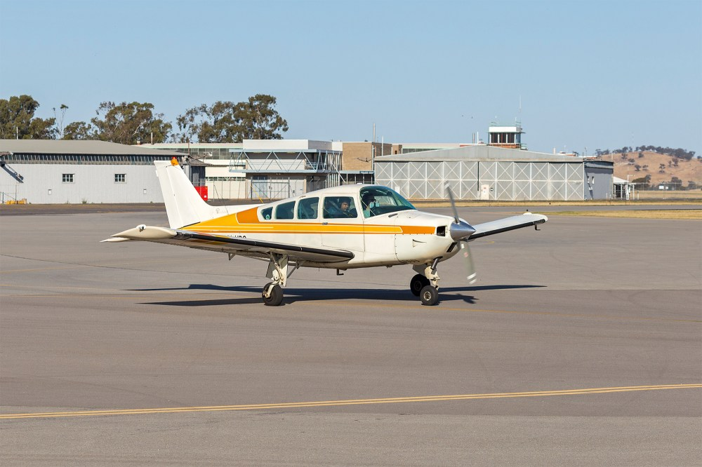medium resolution of file beechcraft sierra c24r vh hpq at wagga wagga airport jpg