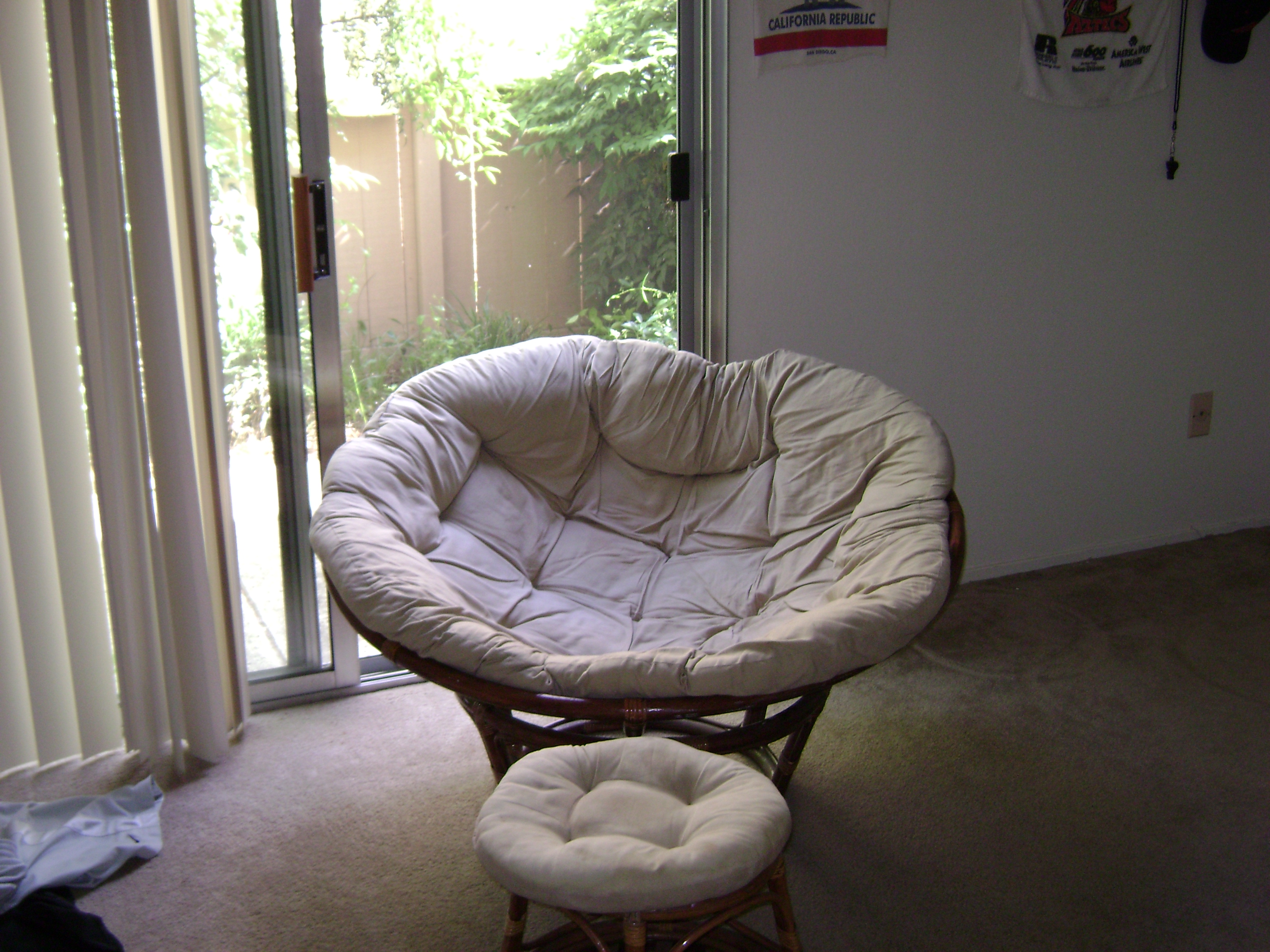 papa san chair swivel bushing file papasan and footstool jpg wikimedia commons