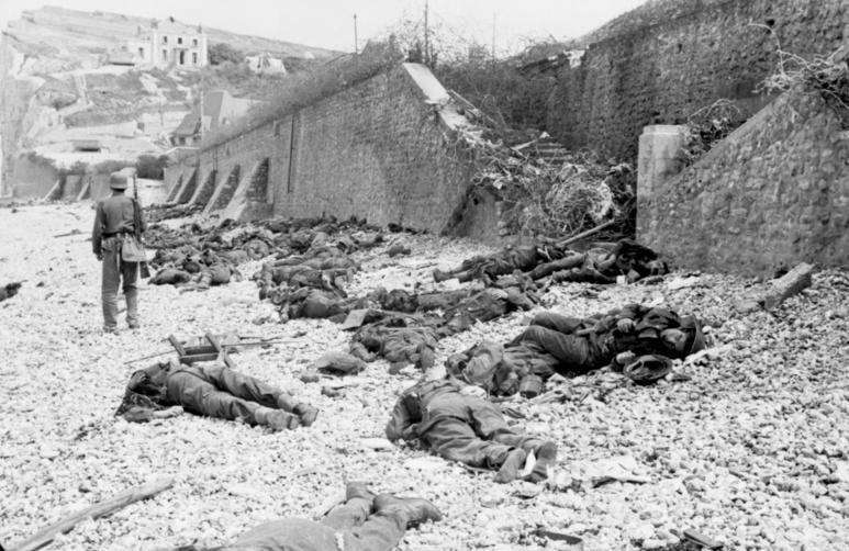 File:Bundesarchiv Bild 101I-291-1230-13, Dieppe, Landungsversuch, tote alliierte Soldaten.jpg