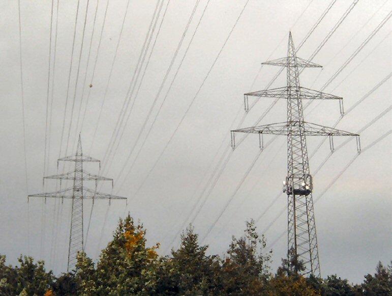 380 kV neben einer 110 kV-Leitung (Bild Schmidti / wikipedia)
