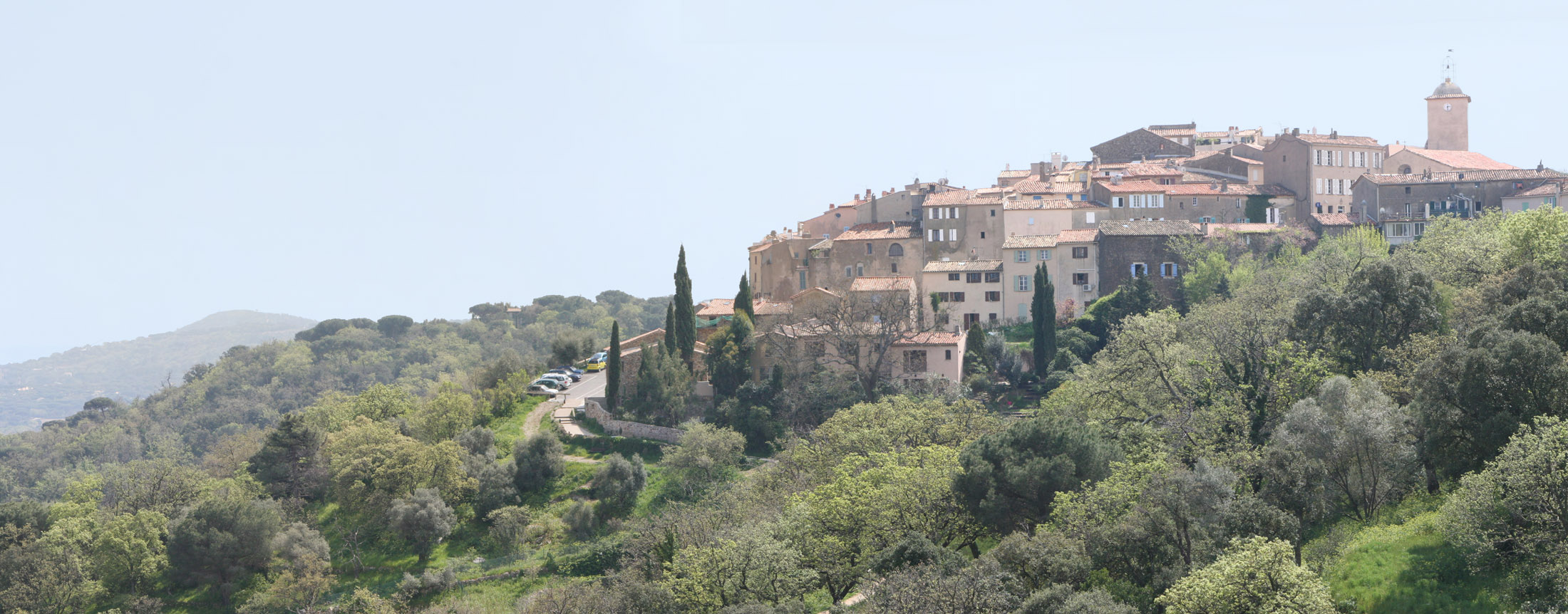 https://i0.wp.com/upload.wikimedia.org/wikipedia/commons/9/98/Ramatuelle_Panorama.jpg
