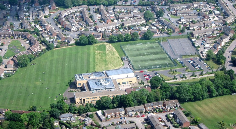 File:Aerial of Yate Academy, Yate, South Gloucestershire, England