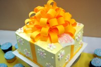 File:Decorative cake in shape of a present, with large ...