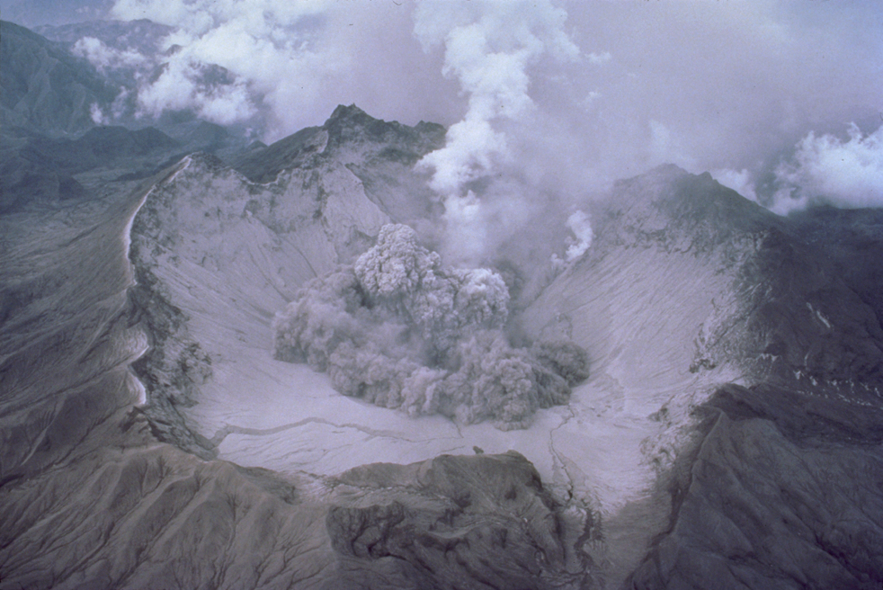 File:Pinatubo early eruption 1991.jpg