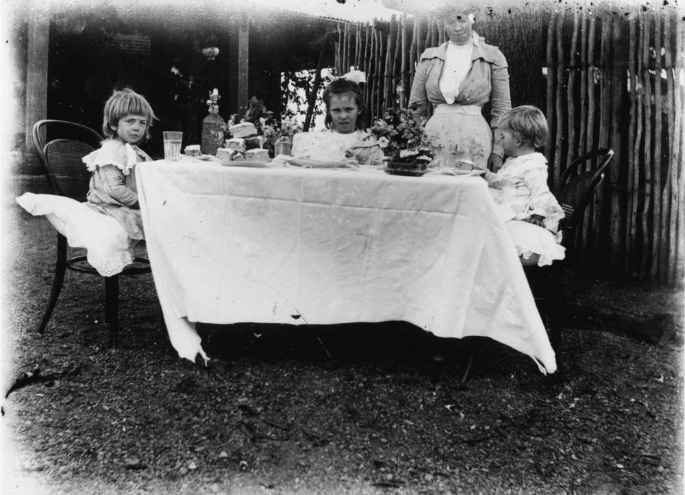 FileStateLibQld 1 167479 Childrens afternoon tea party