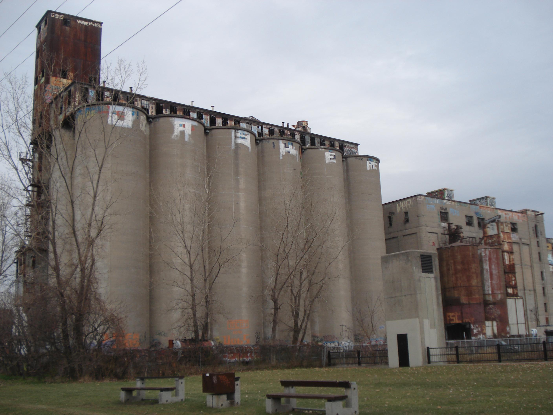 https://i0.wp.com/upload.wikimedia.org/wikipedia/commons/9/9d/Canada_Malting_Silos%2C_Saint-Henri%2C_Montreal%2C_November_2012.JPG
