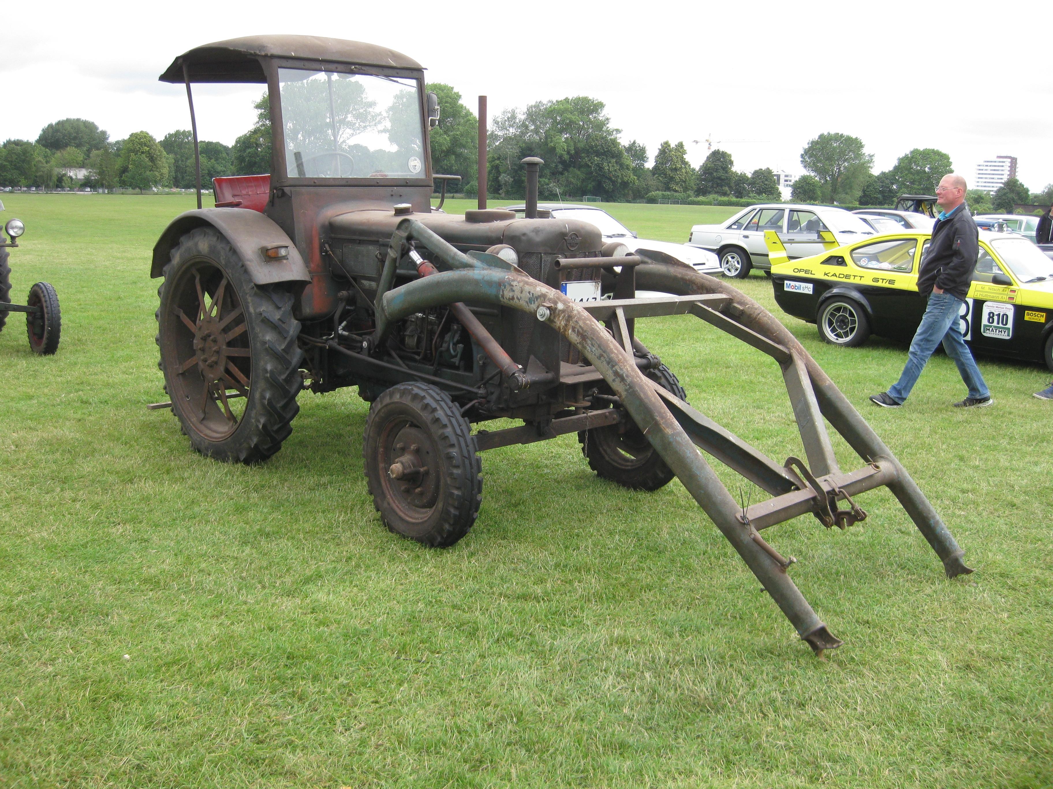 FileHanomag Traktor Frontladerjpg - Wikimedia Commons