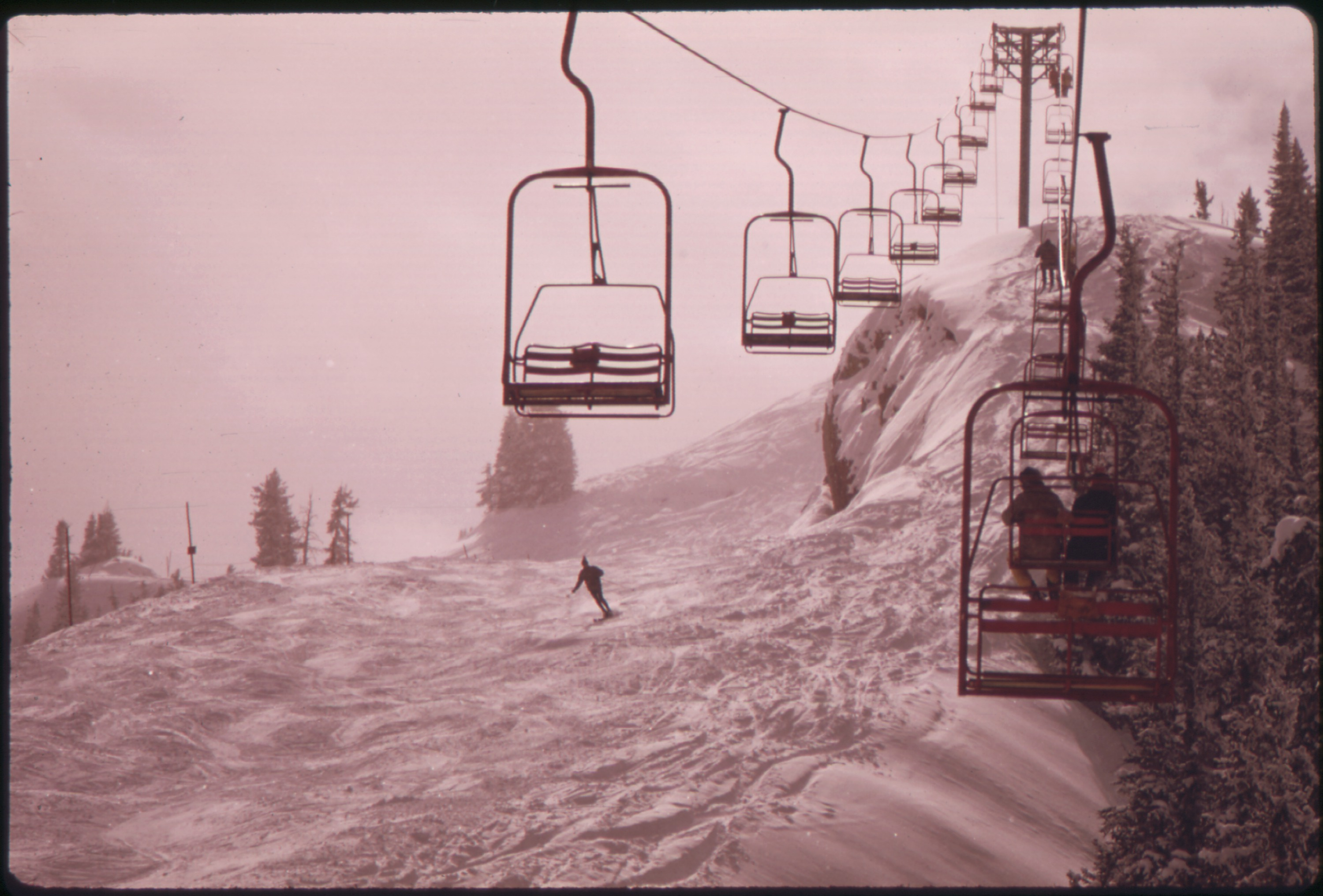 FileALL THE LIFTS AT ASPEN ARE CHAIRLIFTS THIS ONE IS