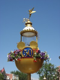 File:Disneyland-50th lamppost.jpg