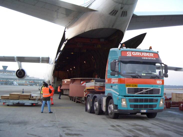 Der transatlantische Luftfrachtmarkt EU-USA hat einen Umfang von über 1 Mio. Tonnen jährlich. Allein die als Luftfracht aus der EU in die USA beförderten Güter haben einen Wert von über 107 Mrd. EUR (Foto: Volvo FH/Wikipedia)