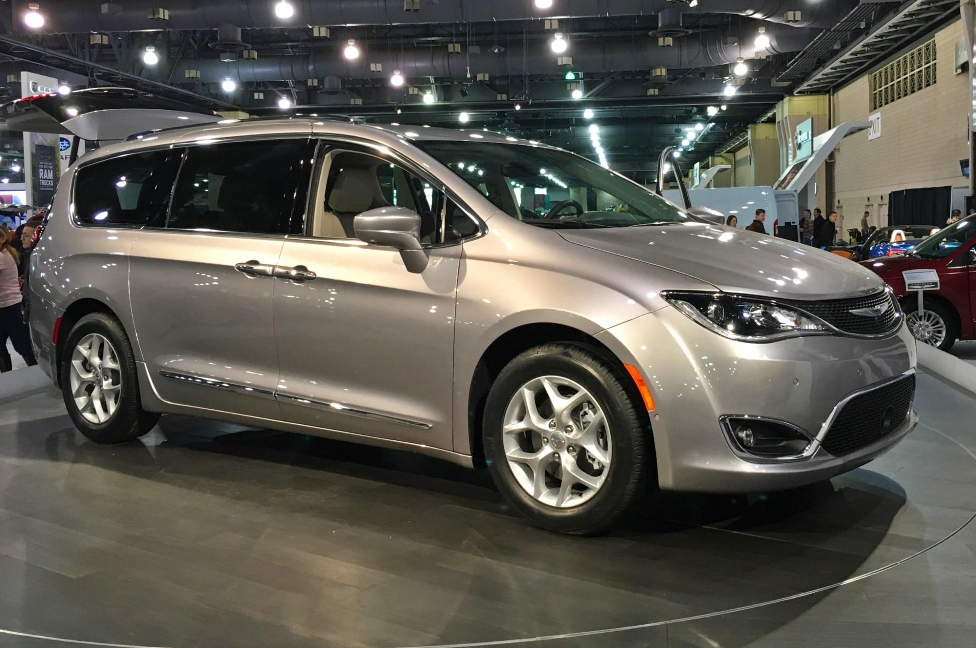 hight resolution of chrysler pacifica minivan