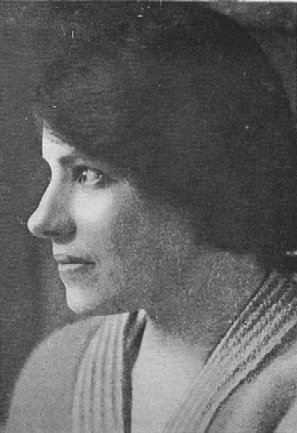 English: Profile photograph of Anna Anderson, ...