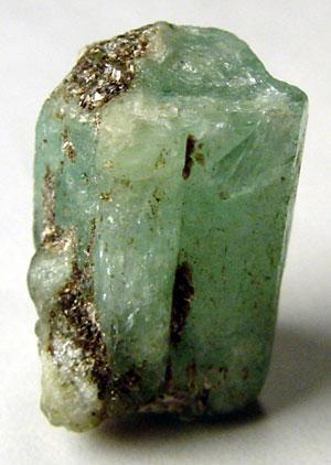 ไฟล์:Emerald rough 300x422.jpg