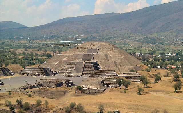 Pyramide De La Lune Wikip 233 Dia