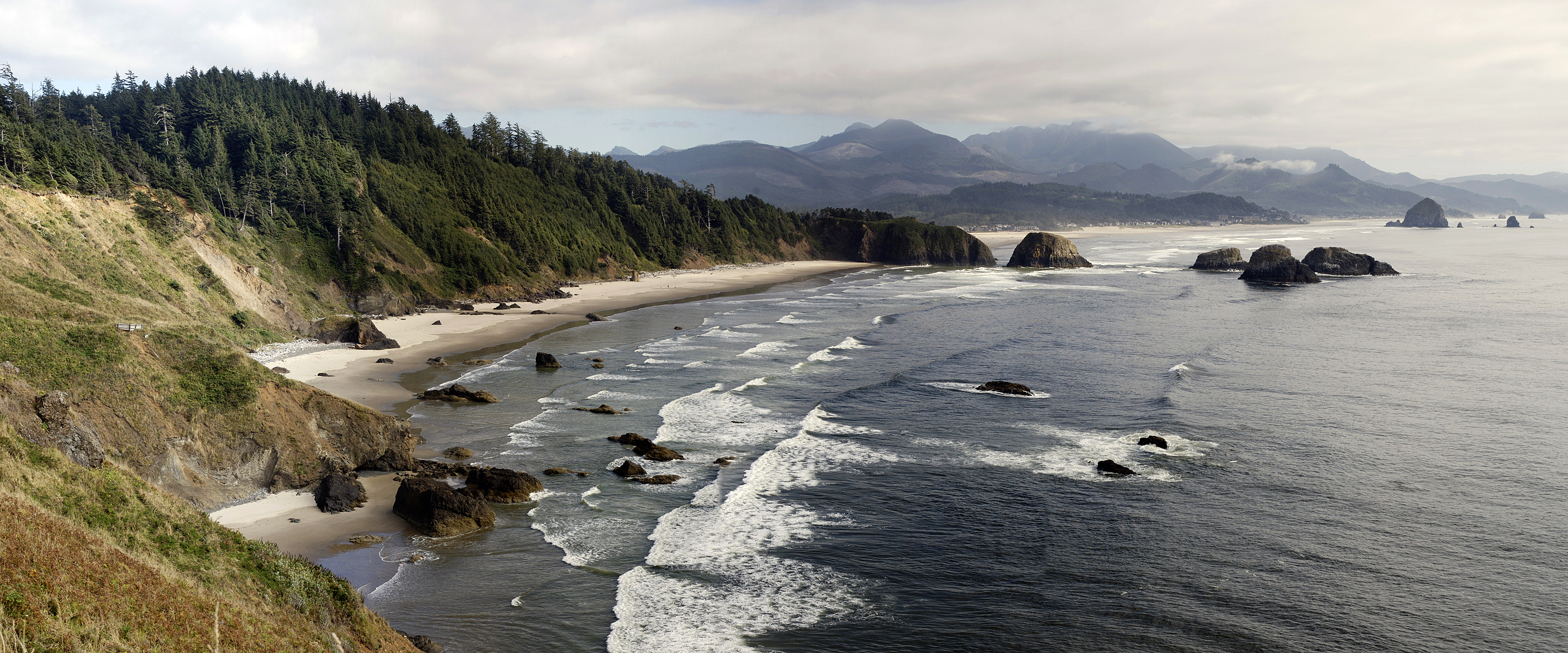 English: The Oregon coastline looking south fr...