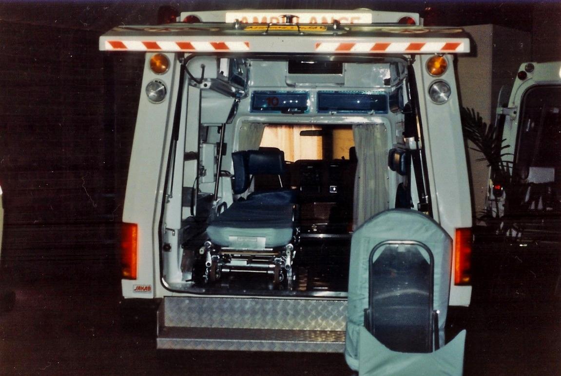 hight resolution of file 1988 ford f 250 prototype 6 wheeled ambulance 5344711260 jpg