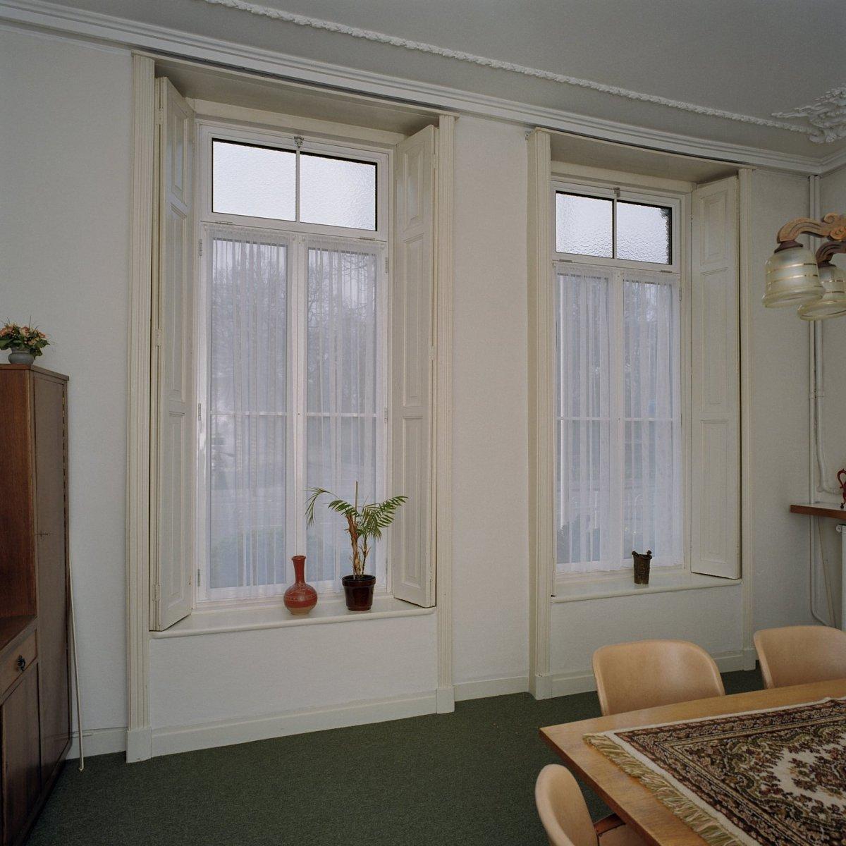 FileInterieur villa overzicht spreekkamer links voor met