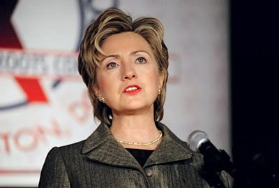 https://i0.wp.com/upload.wikimedia.org/wikipedia/commons/a/a5/Hillary_Clinton_speaking_at_Families_USA.jpg