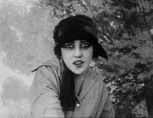 Français : 1915 screenshot of actress Musidora...