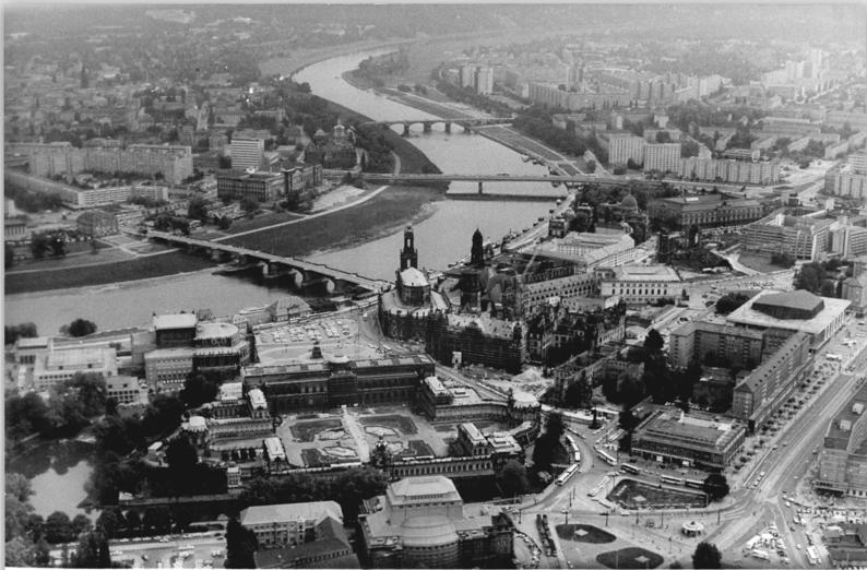 DateiBundesarchiv Bild 18319900516011 Dresden Blick