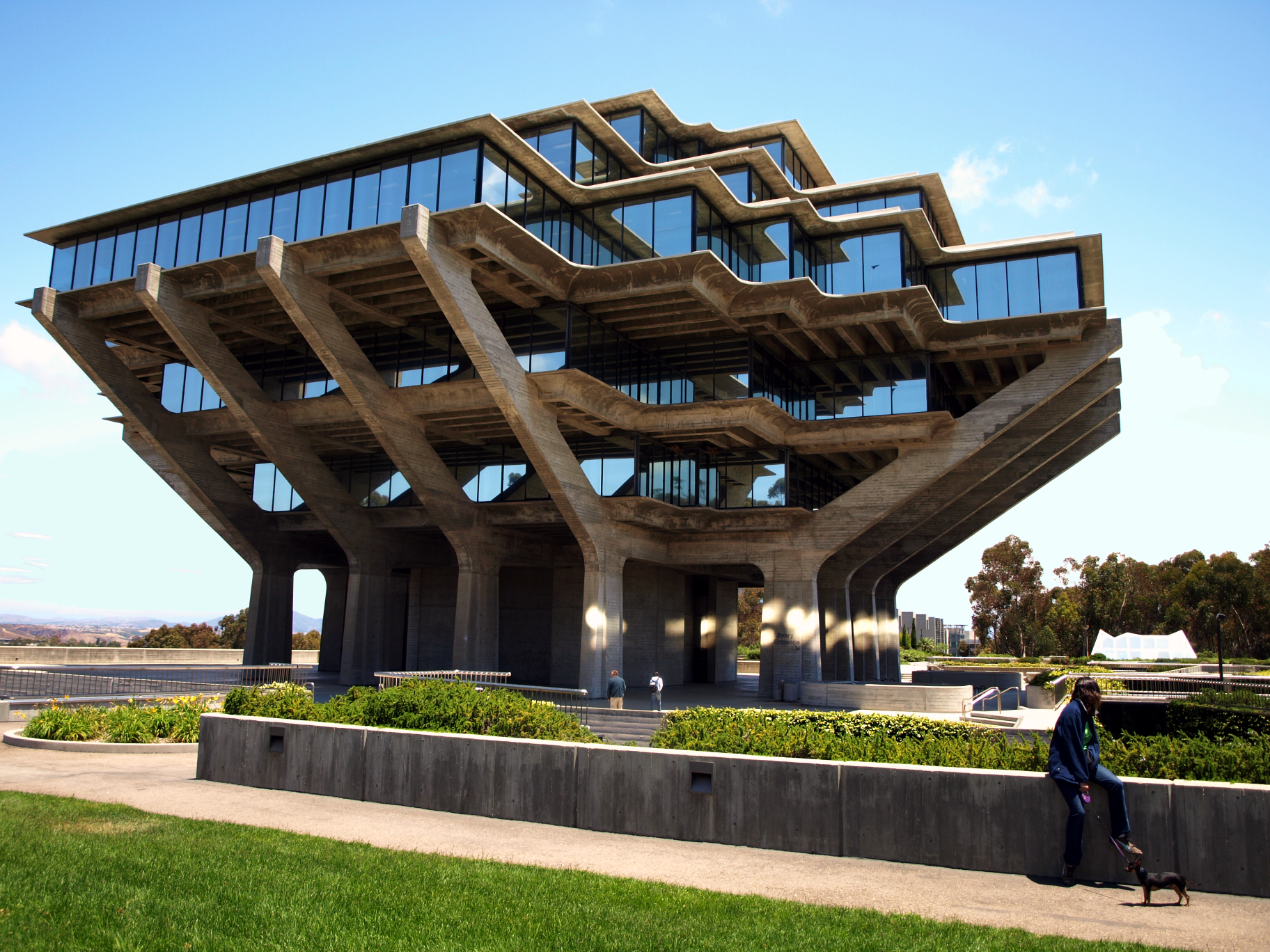 image of Geisel Library exterior
