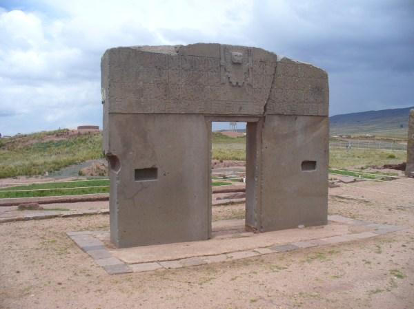 File Puerta Del Sol En Tiwanaku Bolivia - Wikimedia