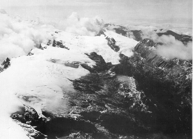 https://i0.wp.com/upload.wikimedia.org/wikipedia/commons/a/ab/Puncak_Jaya_icecap_1936.jpg