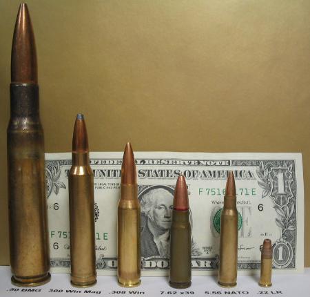 Una foto de cartuchos de diferentes calibres de fusil.