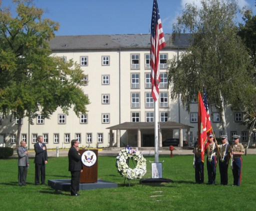 911 Memorial at U.S. Consulate General Frankfurt, Presenting colors